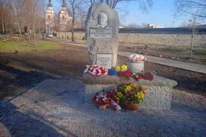 u-zaporizhzhi-vidkrili-novij-pamyatnik-de-vin-znahoditsya-ta-komu-jogo-prisvyatili.jpg