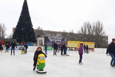 u-zaporizhzhi-vlashtuvali-majster-klas-na-lodu-dlya-ditej-zagiblih-vod197niv-ato-foto.jpg