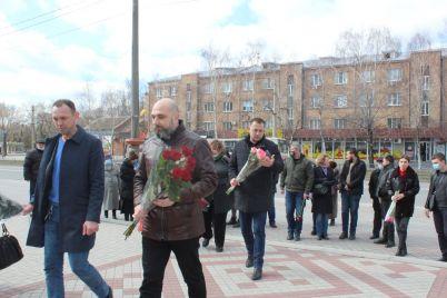 u-zaporizhzhi-vshanuvali-pamyat-tarasa-shevchenka-do-dnya-jogo-narodzhennya-fotoreportazh.jpg
