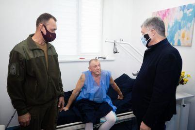 u-zaporizhzhi-z-kliniki-vipisali-veterana-ato-yakij-likuvavsya-vid-tyazhkih-poranen-foto.jpg