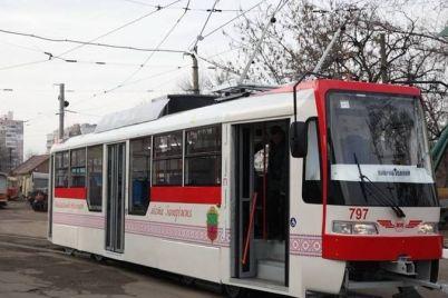 u-zaporizhzhi-zavershud194tsya-kapitalnij-remont-vazhlivogo-tramvajnogo-pered197zdu.jpg