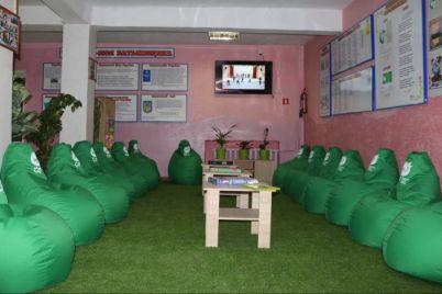u-zaporizkih-shkolah-zyavilisya-interaktivni-zeleni-kutochki.jpg