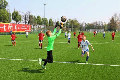 u-zaporizkij-dityachij-sportivnij-shkoli-oblashtuvali-novi-futbolni-polya.jpg
