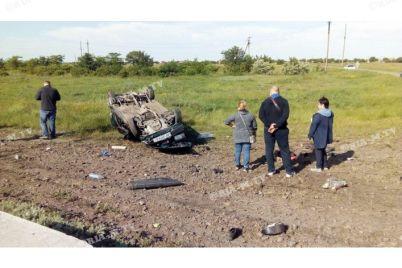 u-zaporizkij-oblasti-potyag-vrizavsya-v-avto-d194-zagiblij.jpg