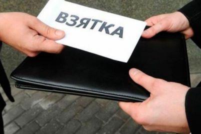 ugolovnoe-delo-vmesto-shtrafa-voditel-narushitel-pytalsya-podkupit-policzejskogo.jpg