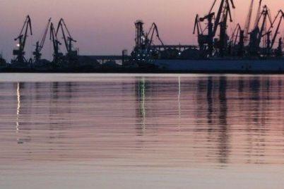 ukraina-zaderzhala-15-sudov-za-zahodyi-v-kryim-chast-korabley-nahoditsya-v-portu-berdyanska.jpg