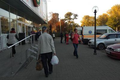 ukral-tushenku-i-upal-v-obmorok-v-zaporozhskom-supermarkete-pojmali-golodnogo-vora-foto.jpg