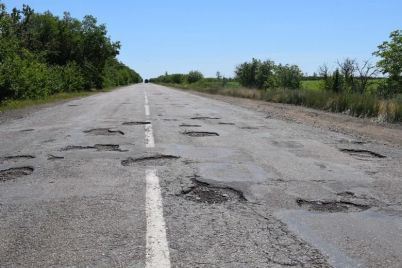 ukravtodor-obeshhaet-vydelit-200-millionov-na-remont-avarijnoj-dorogi-v-zaporozhskoj-oblasti.jpg
