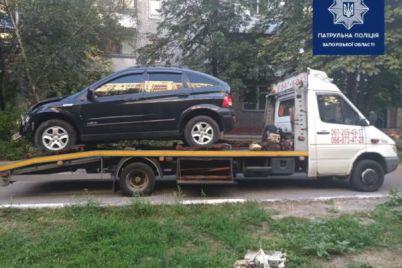 unichtozhil-detskuyu-ploshhadku-i-paru-avtomobilej-zaporozhskij-voditel-ustroil-massovoe-dtp-foto.jpg