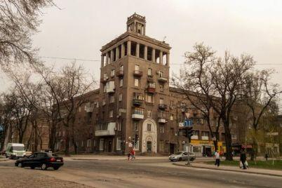 upavshij-shpil-i-prognivshaya-krysha-kak-vyglyadit-odna-iz-zaporozhskih-bashen-iznutri-foto.jpg