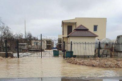 uroven-vody-okolo-metra-v-kirillovke-zatopilo-bazy-otdyha-foto.jpg