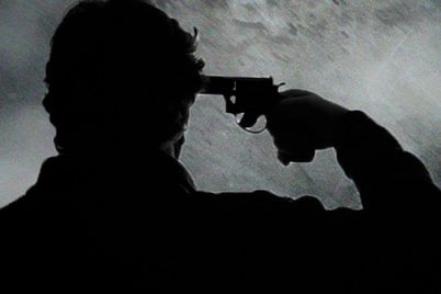 uzhas-kakoj-pensioner-vystrelil-sebe-v-golovu-i-pogib-na-meste.jpg