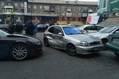 v-avarii-vozle-zaporozhskogo-tcz-odin-iz-avtomobilej-sbil-pensionerku-video.jpg