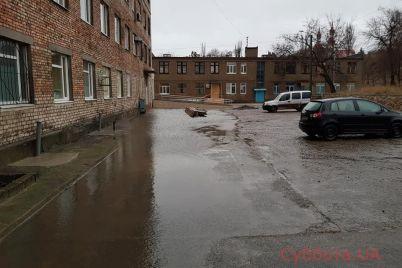 v-berdyanske-dozhd-zatopil-bolniczu-foto.jpg
