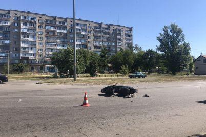 v-berdyanske-gospitalizirovali-voditelya-mopeda-kotoryj-ugodil-pod-kolesa-avto-foto.jpg