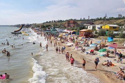 v-berdyanske-na-plyazhah-ne-vyyavili-otklonenij-ot-norm-v-morskoj-vode-meriya.jpg