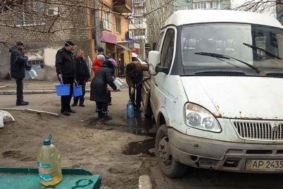 v-berdyanske-proizoshla-avariya-na-kollektore-organizovan-podvoz-vody.jpg