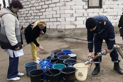 v-berdyanske-proizoshla-ocherednaya-avariya-na-kollektore-vodu-podvozili-czisternami.jpg