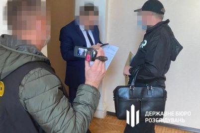 v-berdyanske-prokuror-i-deputat-trebovali-4-tysyachi-dollarov-za-zakrytie-dela-ob-izbienii-pravoohranitelya-foto.jpg