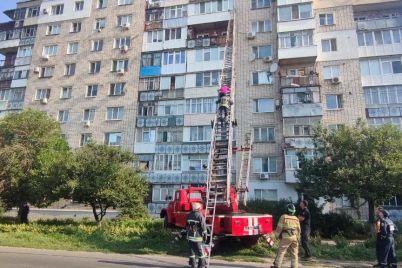 v-berdyanske-zhenshhina-zastryala-na-podokonnike-mezhdu-9-i-8-etazhami.jpg