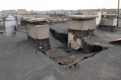 v-berdyanskij-bagatopoverhivczi-na-dah-vpala-betonna-plita-foto.jpg
