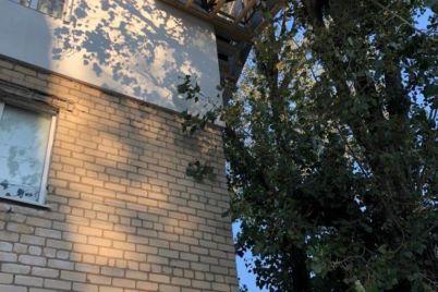 v-berdyansku-cholovik-pobuduvav-sobi-balkon-po-czarski-foto.jpg