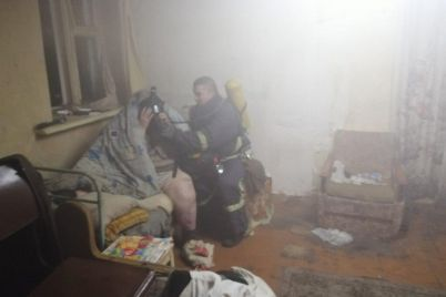v-berdyansku-zhinka-vidmovlyalasya-vijti-z-palayuchogo-domu-foto.jpg