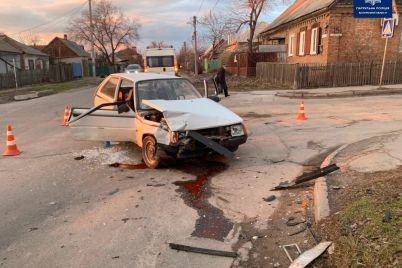 v-chastnom-sektore-zaporozhya-vaz-v-rezultate-dtp-snes-dorozhnyj-znak-foto.jpg
