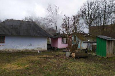 v-chernoviczkoj-oblasti-zazhivo-sgoreli-mat-i-troe-detej-v-policzii-govoryat-ob-ubijstve.jpg