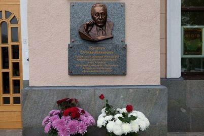 v-chest-byvshego-gendirektora-zaza-v-zaporozhe-otkryli-memorialnye-doski-stepanu-kravchunu.jpg