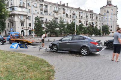 v-czentre-zaporozhya-avtomobil-snes-svetofor-foto.jpg