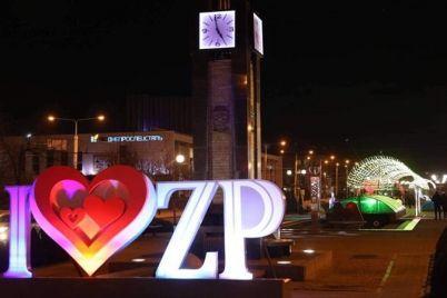 v-czentre-zaporozhya-demontirovali-chasy-vlyublennyh.jpg
