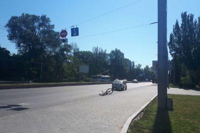 v-czentre-zaporozhya-marshrutka-sbila-velosipedista-foto.jpg