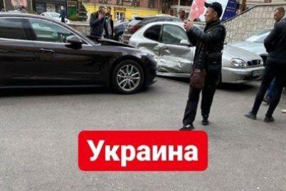 v-czentre-zaporozhya-massovoe-dtp-s-uchastiem-porsche-panamera.jpg