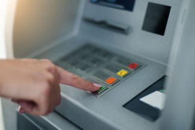 v-czentre-zaporozhya-moshenniki-ustanovili-na-bankomat-speczialnuyu-nakladku-fotofakt.jpg