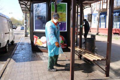 v-czentre-zaporozhya-prodezinficzirovali-ostanovki-obshhestvennogo-transporta-foto.jpg
