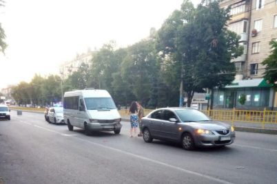v-czentre-zaporozhya-proizoshlo-dtp-s-marshrutkoj-postradali-pyat-passazhirov.jpg