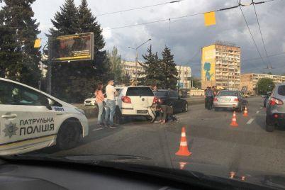 v-czentre-zaporozhya-stolknulis-tri-avtomobilya-fotofakt.jpg