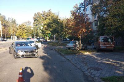 v-czentre-zaporozhya-stolknulis-zaz-i-lexus-foto.jpg