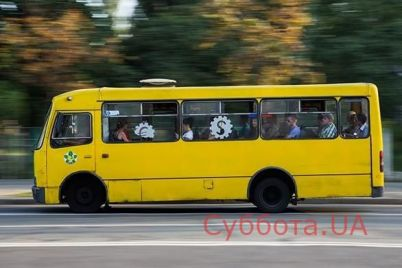v-czentre-zaporozhya-u-marshrutki-na-polnom-hodu-otpalo-koleso-video.jpg