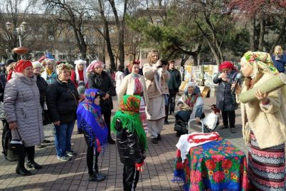 v-czentre-zaporozhya-ustroili-yarkie-provody-zimy-foto.jpg
