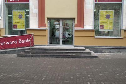 v-czentre-zaporozhya-vosstanovili-chast-fasada-istoricheskogo-zdaniya.jpg