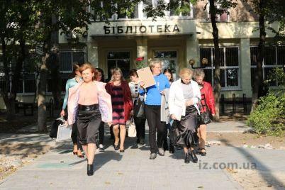 v-dizajnerskoj-zaporozhskoj-biblioteke-pozdravili-lyudej-vlyublennyh-v-svoyu-professiyu.jpg