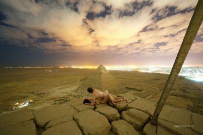 v-egipte-razgorelsya-skandal-turistyi-zanyalis-seksom-na-vershine-piramidyi-heopsa-foto.jpg