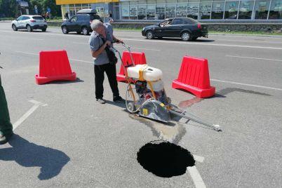 v-energodare-na-ozhivlennoj-doroge-obvalilsya-uchastok-asfalta.jpg