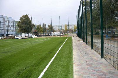 v-energodare-otremontiruyut-tri-shkolnyh-stadiona-odin-uzhe-pochti-zakonchili-foto.jpg