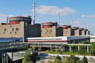 v-energodare-poyavitsya-ogromnyj-mural-s-atomnoj-staniczej.jpg
