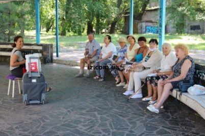 v-glavnom-parke-zaporozhya-zvuchat-zadushevnye-pesni-foto.jpg
