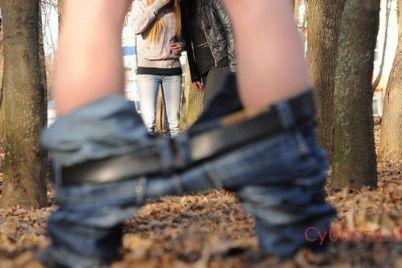 v-harkove-vozle-detskogo-sada-muzhchina-ogolil-genitalii-video.jpg