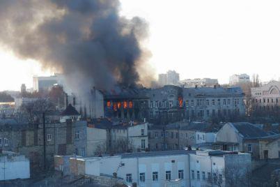 v-istoricheskom-czentre-odessy-proizoshel-masshtabnyj-pozhar-est-mnogo-postradavshih-i-pogibshaya-video-foto.jpg